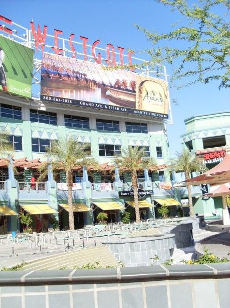 Westgate utanför Phoenix, Arizona. Arenan och shopping är på plats, men kommer bostäderna?